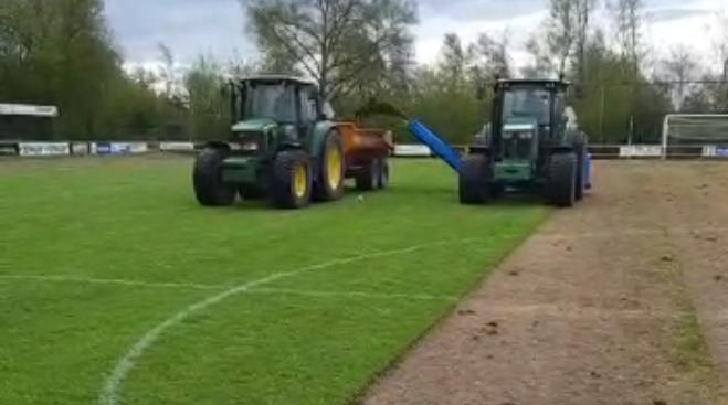 Groot onderhoud hoofdveld voor een perfecte grasmat
